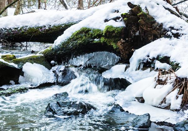 virtaava vesi luonto kaunis puro kevät etelä-suomi