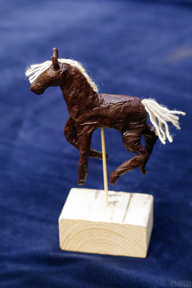 aliciasivert alicia sivert sivertsson papier mache pappersremsor tapetklister häst bild och form skulptur