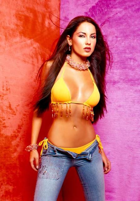 Barbara Mori Revista H Octubre 2001-11