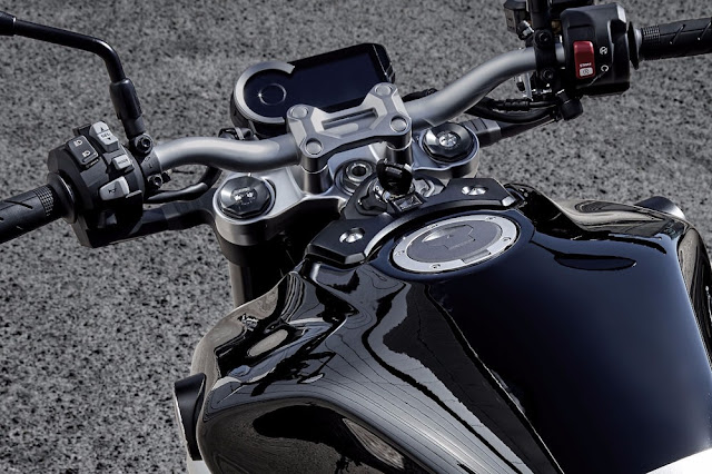 El panel de la Honda CB1000R 2018 es en una pantalla LCD