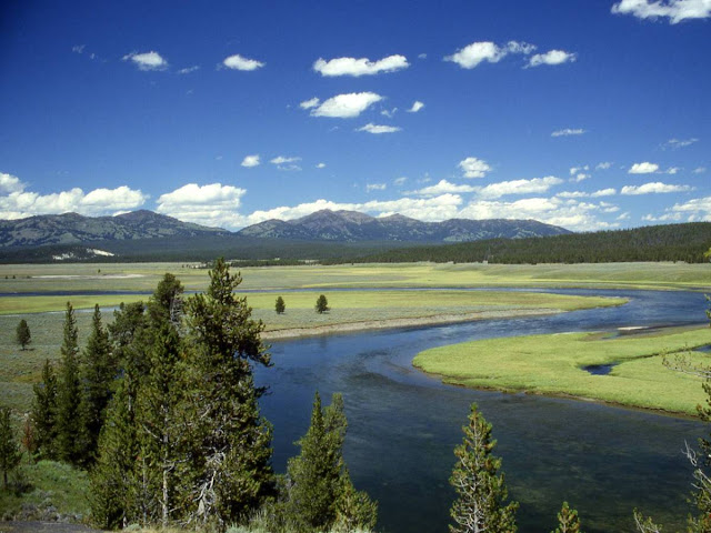 A Giant Magma Reservoir Sits Under Yellowstone. What Happens Now (10 Pics)
