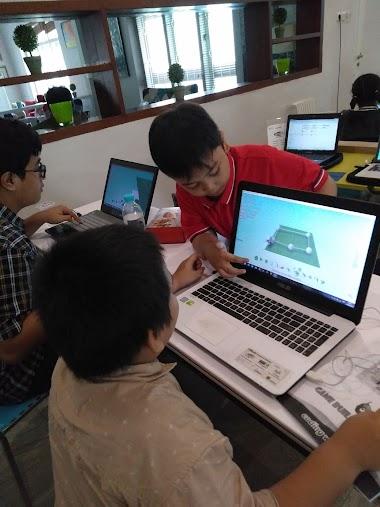 Anak Berkolaborasi Secara Alami Saat Belajar Coding