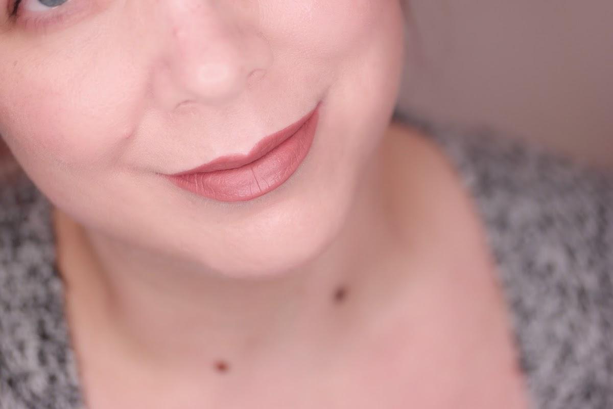 nudefärbiger Lippenstift