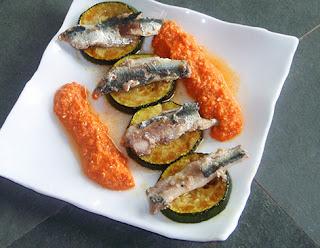 Calabacines con sardinas y salsa