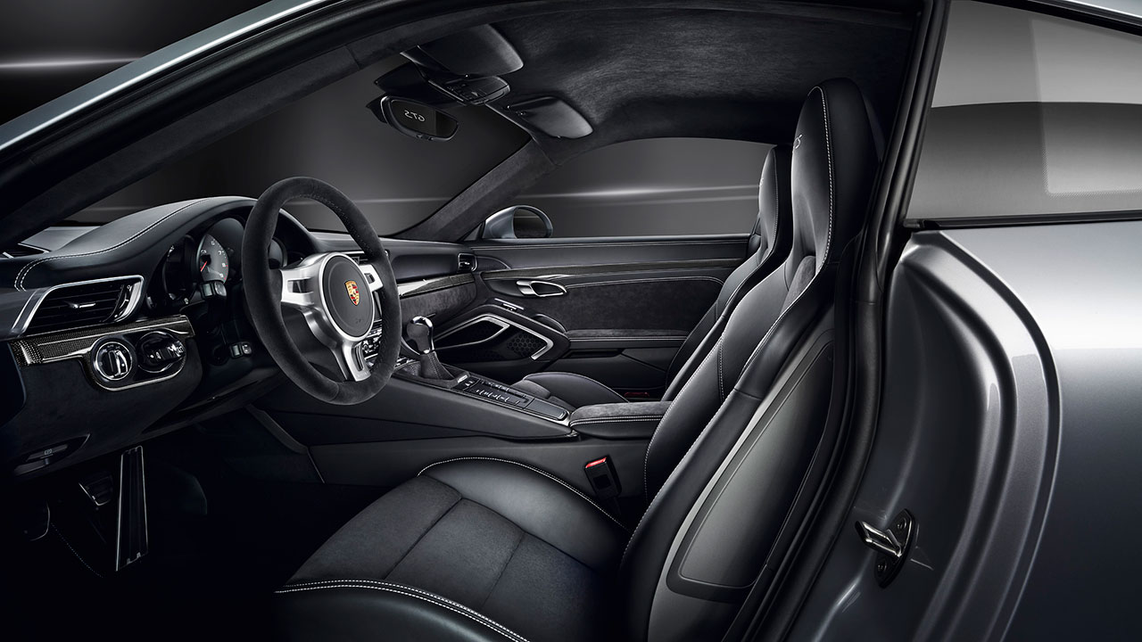 Porsche 911 Carrera GTS Coupé interior