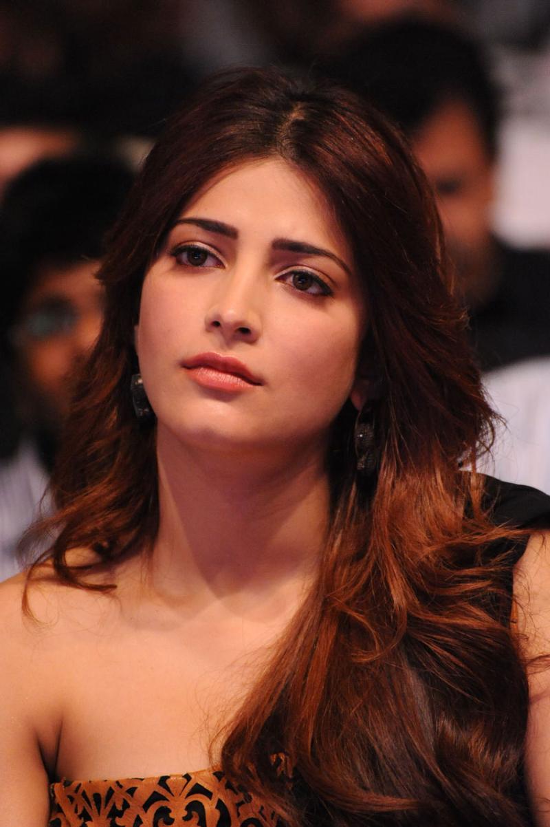 Shruti Hassan face