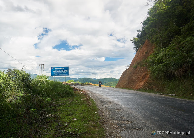 Droga w górach Laosu