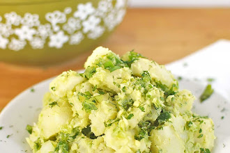 Salata vegana rapida si economica de cartofi si avocado