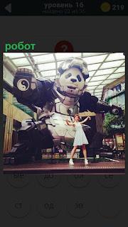 В музее установлен большой робот, внутри которого находится панда