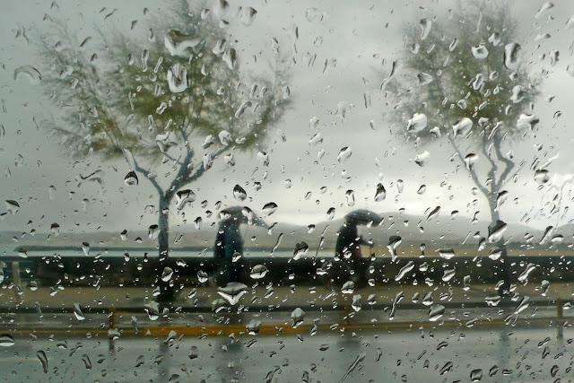 """Lluvia desde la ventana"""