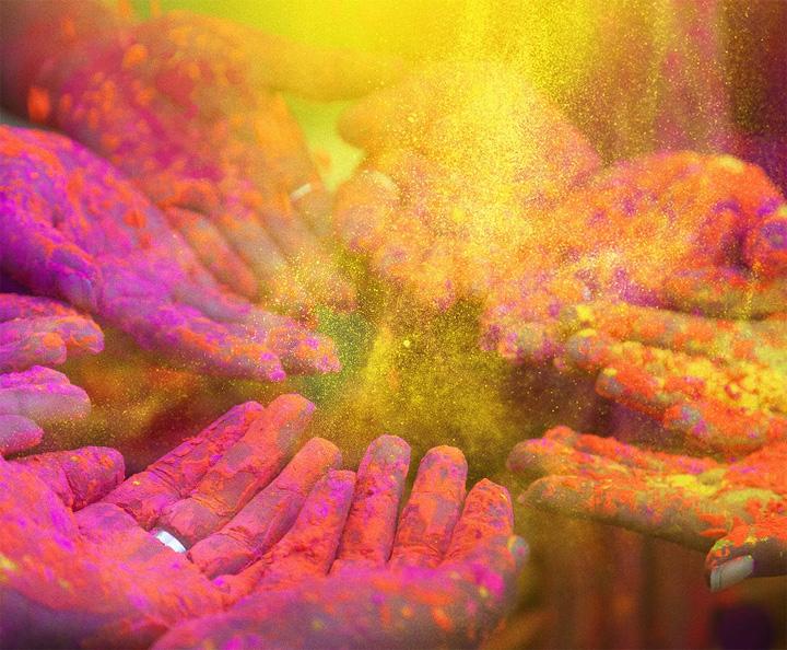 होली के रंगों में लिपटी जिंदगी