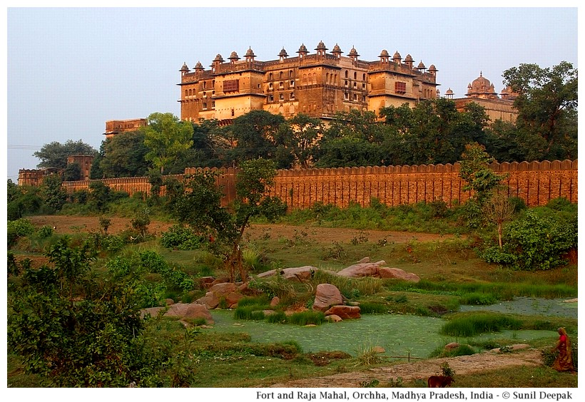 Adhwar river, outer walls and Raja Mahal, Orchha fort, Madhya Pradesh, India - Images by Sunil Deepak