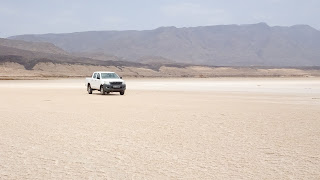 The 4wd is not necessary to get to the Lake Assal