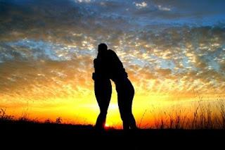 puisi persahabatan dan cinta