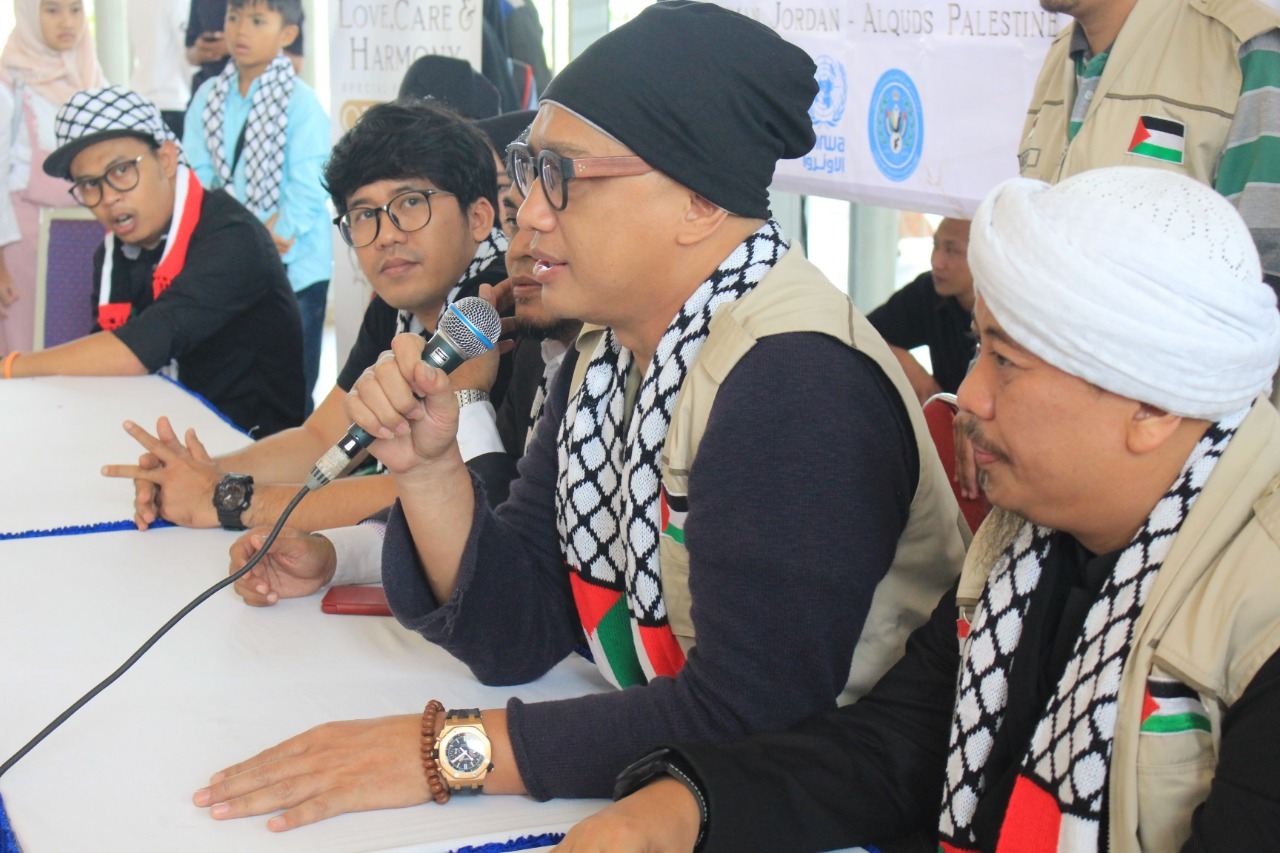 Dik Doank Beranikan Diri Bawa Bantuan Langsung ke Palestina