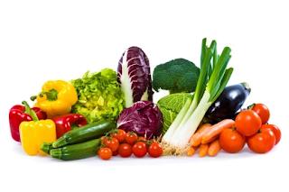الفواكه بجانب الخضروات