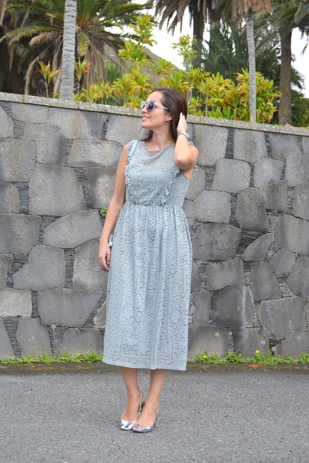 outfit-vestido-midi-de-encaje-zara-street-style