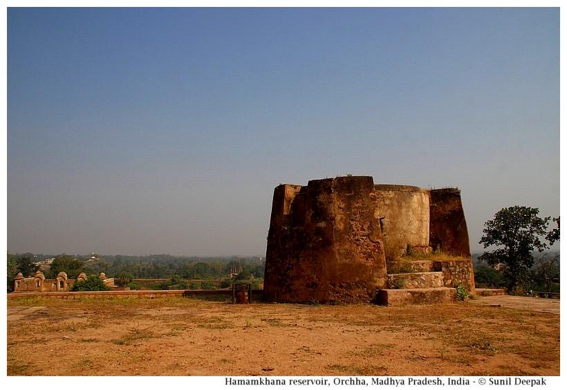 Roof of Hammam Khana, Orchha fort, Madhya Pradesh, India - images by Sunil Deepak
