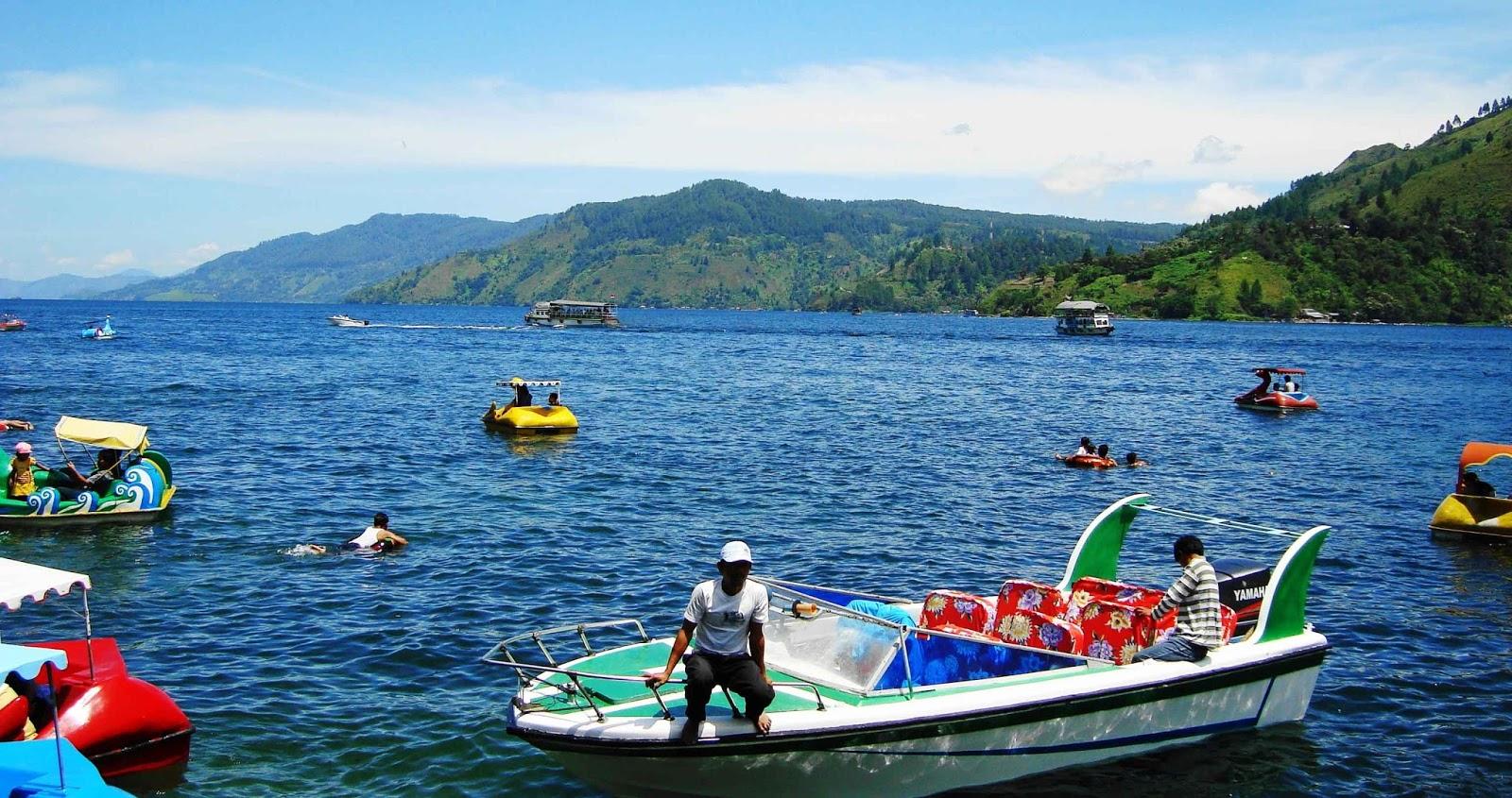 di masyarakat sekitar terbentuknya danau toba mempunyai cerita sejarah tersendiri konon hiduplah petani di desa bagian utara pulau sumatera
