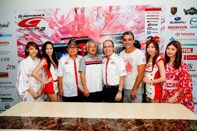 Mr JP Chin, Masaaki Bandoh, TJ Chin, Andrew Lopez  with Super GT Queens and ambassador