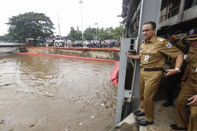Banjir Jakarta, Anies Mengaku Siap Begadang Malam, Kalau Tidur Nyenyak Mah Kebangetan.....