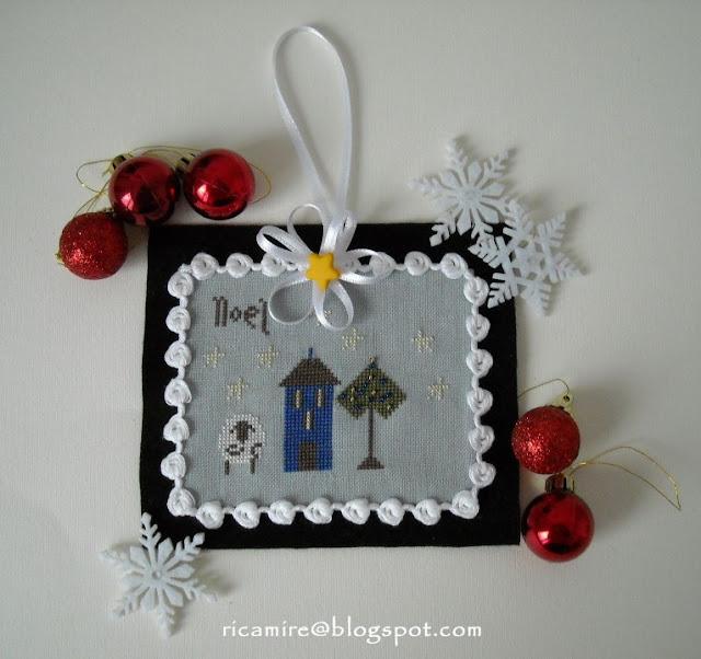 ornamento natalizio a punto croce