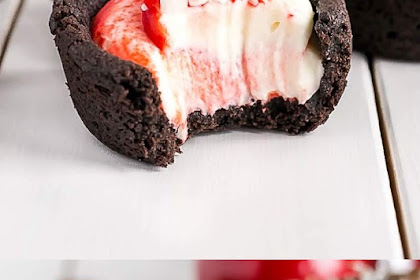 Chocolate Peppermint Cookie Cups