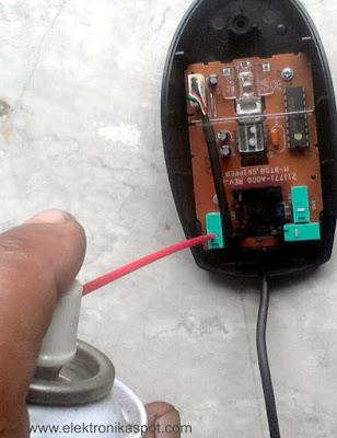 membersihkan kontak mouse