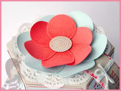 Stampin' Up! rosa Mädchen Kulmbach: Stamp A(r)ttack Blog Hop (7 auf einen Streich): Hurra! Er ist da! – der neue Katalog / Fensterschachtel mit Stickmuster und Luftballonblume