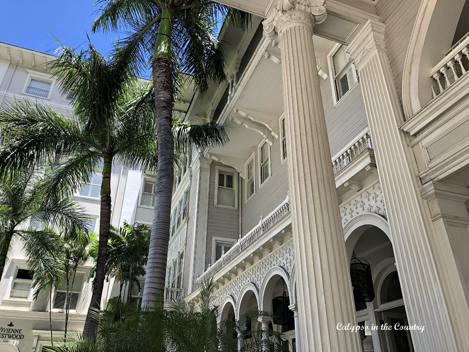 The grand Moana Surfrider Hotel in Oahu