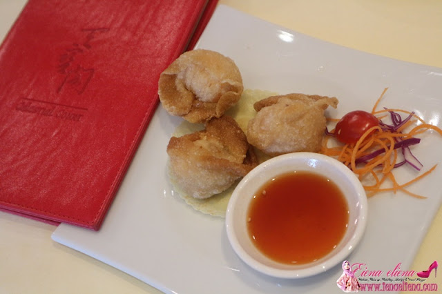 Deep Fried Wanton served with sweet and sour sauce