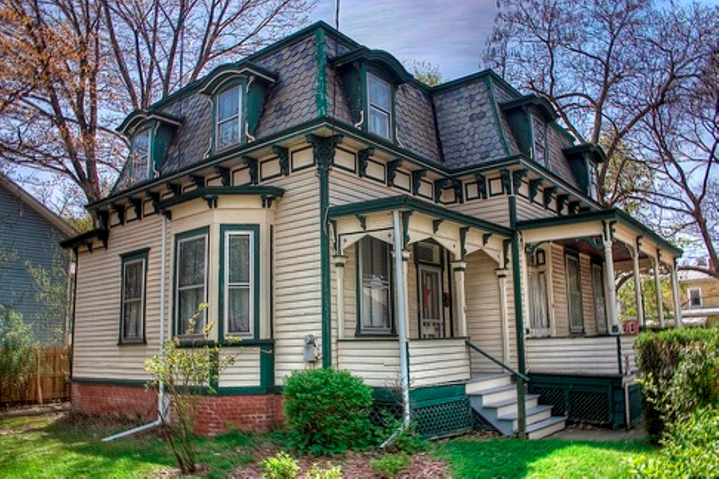 Roof Design Ideas: Home Priority: Breathtaking House Designs With Mansard Roof