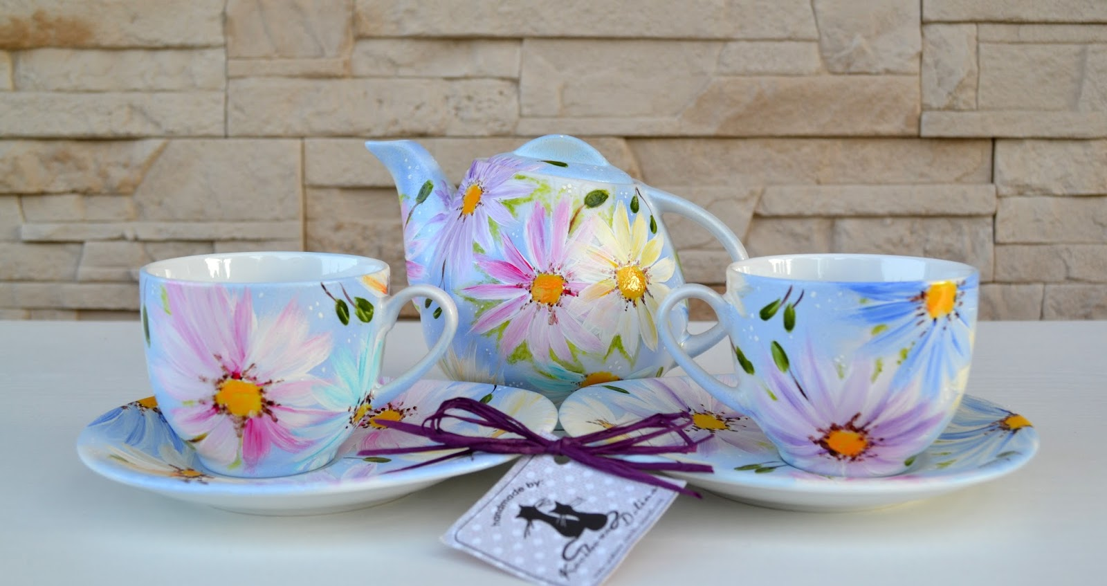 Pesel bez znaczenia, kąpiel słoneczna i pastelowe astry na porcelanie