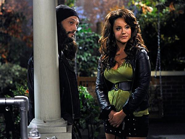 Mike & Molly - Season 2 Episode 05: Victoria Runs Away