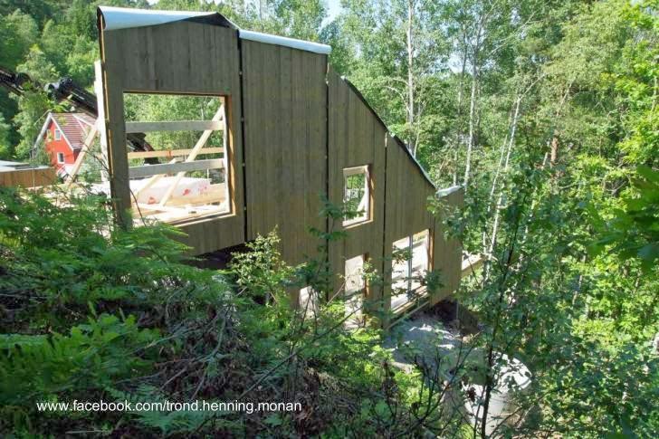 Proceso de construcción de la cabaña en el sitio definitivo