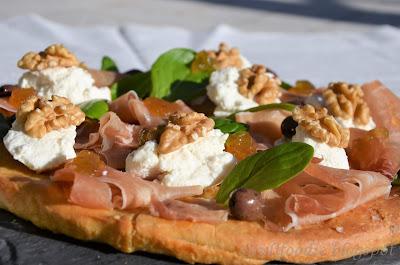 Piazza, Prosciutto, Ricotta, Olive Taggiasche e Salsa di Fichi