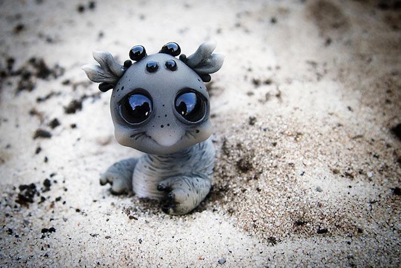 Adorables muñecos monstruos de aspecto alienígenas