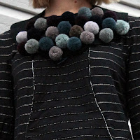 https://laukkumatka.blogspot.com/2015/12/villapallokaulus-pompom-necklace.html