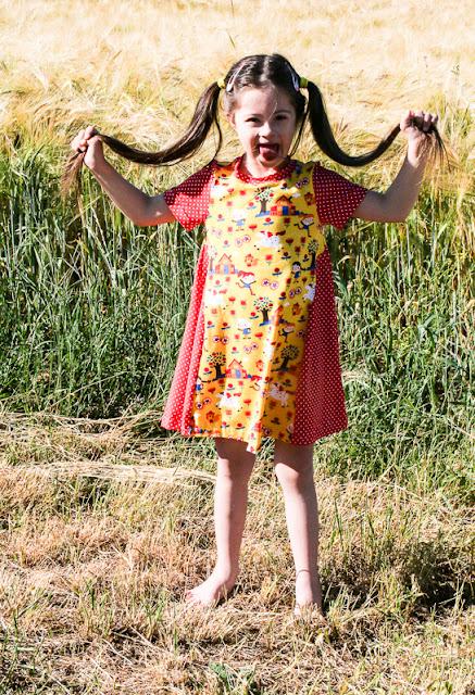 Mitosa Sidecut Kleid mit Pippi Langstrumpfstoff