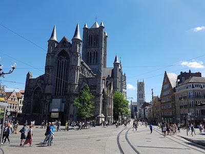 Plaza Korenmarkt, en Gante