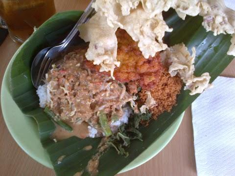 Mahalnya Pecel Bu Kus Surabaya