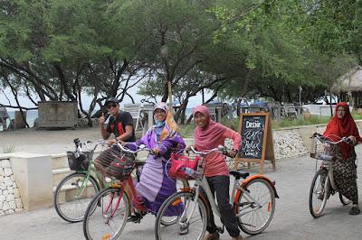 Sensasi Gowes Keliling Gili Trawangan