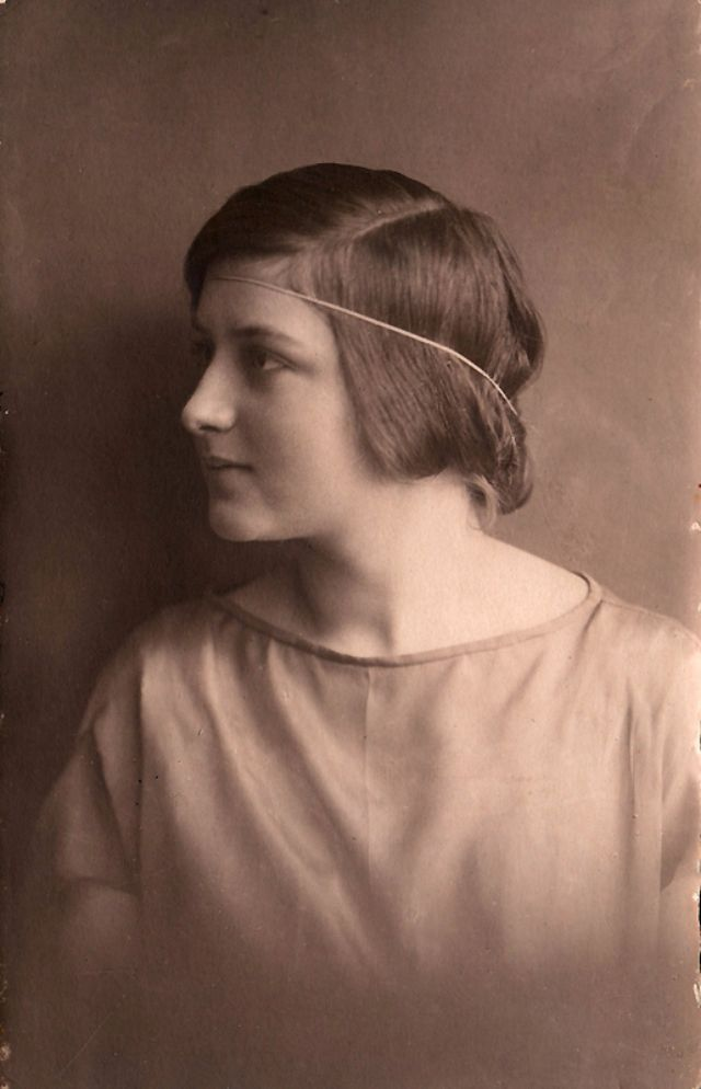 Bob Haircut The Hairstyle That Defined The 1920s Vintage Everyday