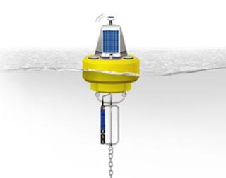Ilustrasi, gambar, foto Pemasangan Sensor Kualitas Air di tengah laut