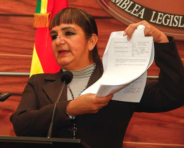 Senadora presentará documentos al Ministerio Público por presunta corrupción pública