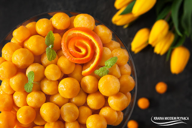kopytka leniwe, kluski leniwe, kopytka z twarogiem, kluski z twarogiem, kopytka marchewkowe, kopytka z marchewką, deser z marchewki, deser z marchewką, deser z twarogiem, deser z owocami, sos cynamonowy, sos na kremówce, sos do klusek, sos do deseru, kraina miodem płynąca