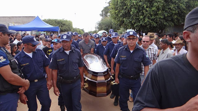 Guardas Municipais participam de sepultamento e fazem homenagem ao comandante da GCM de São José do Jacuípe (BA) assassinado executado em Itatiaia
