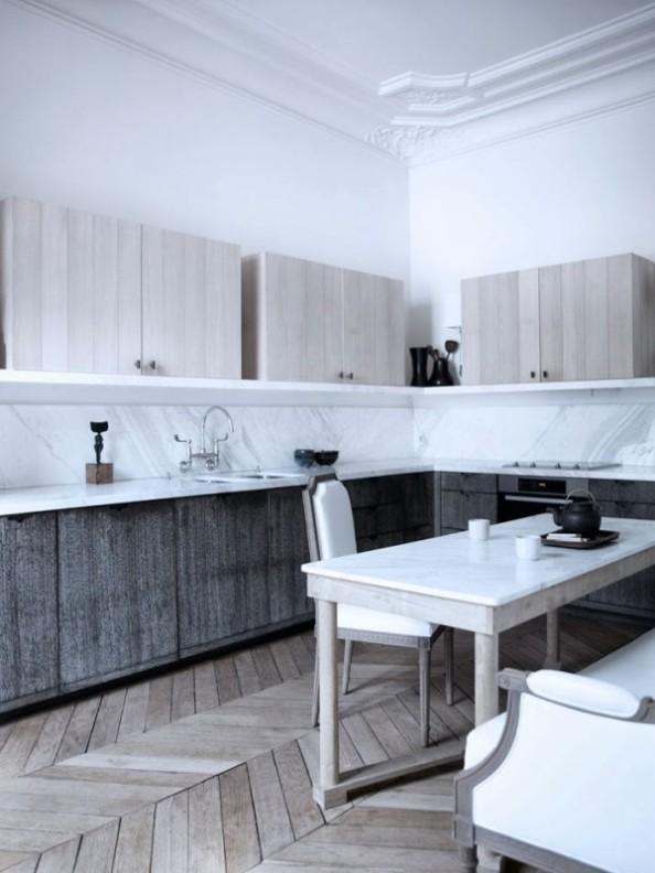 cocina contemporanea en edificacion clasica chicanddeco