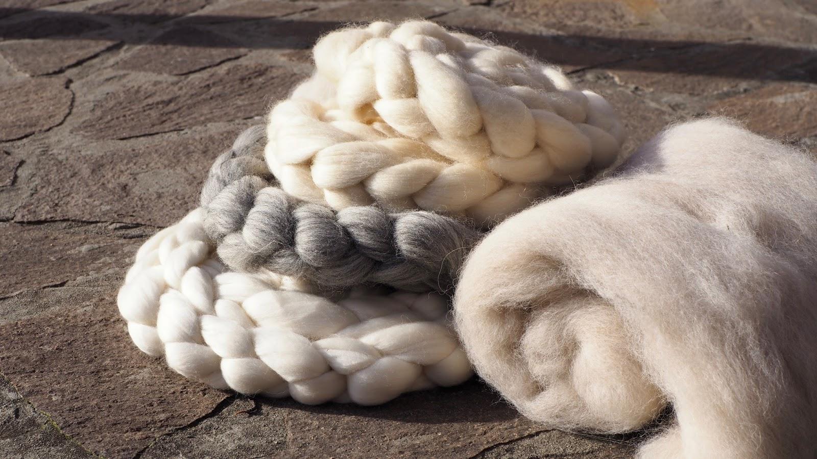 Wolle färben mit simplicol – naturfarbene Kammzüge und Rohwolle