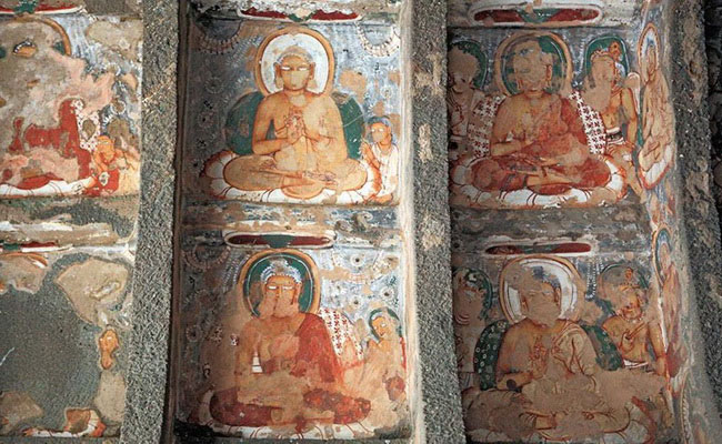 www.xvlor.com Ajanta Caves is 29 Buddhist monastery carved on cliff in 200s BC